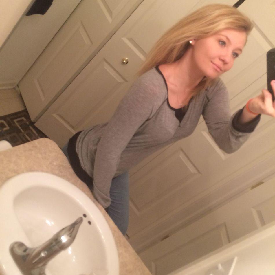 Blonde Longerhair Needlongerhair Naturalhair Bathroom Selfie Dontjudgeme Babe