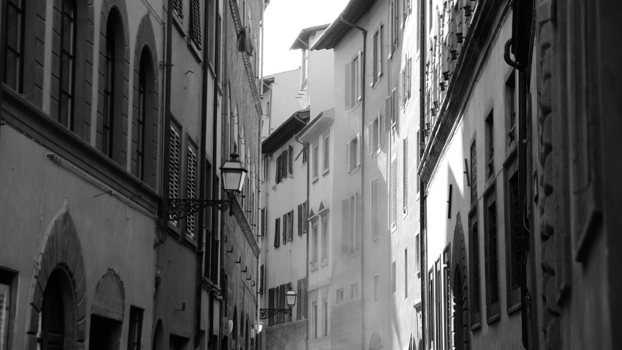 Architecture Blackandwhite Blackandwhite Photography Building Exterior City Day Florence No People Outdoors Residential Building Shadow
