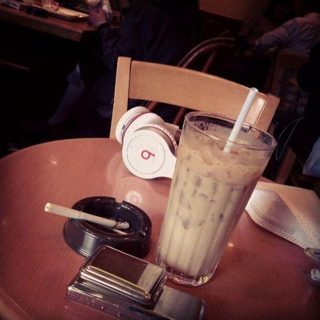 喫茶店異常に混んでる!! 喫茶店異常擁擠!!