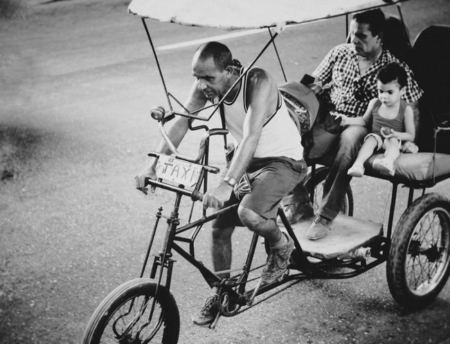 Streetphotography Blackandwhite Light And Shadow Taking Photos Monochrome Streetphoto_bw Blancoynegro Eye4 The Streets B&w Street Photography EyeEm Best Edits EyeEm Best Shots - Black + White Tadaa Community Cuba Havana