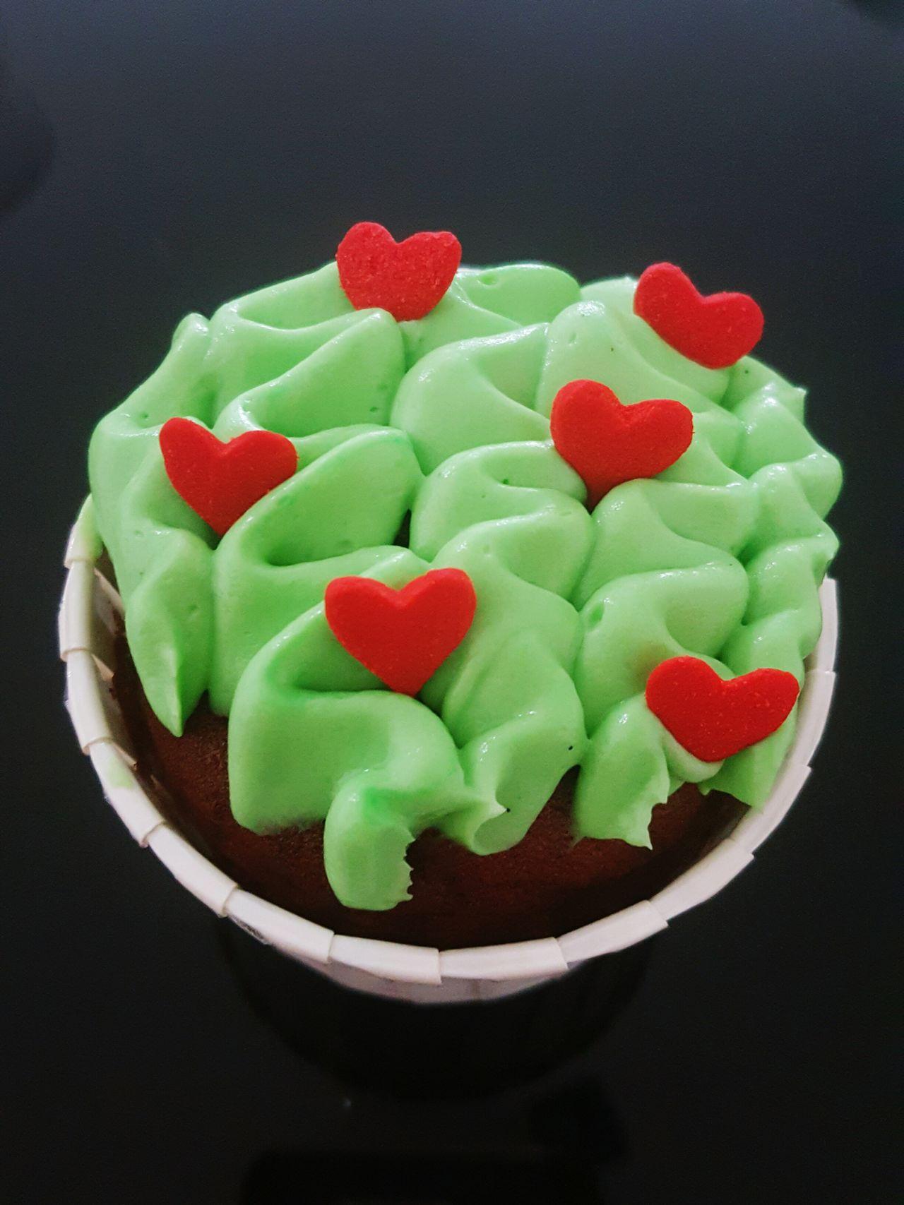 Dessert Creamcheesefrosting Creamcheese Green Xmas🎄 Cupcakes Homemade Cakestagram Xmascake Vanillaspecks Cocoa Xmas Cakes Homebaked Hearts Heartshaped Redhearts