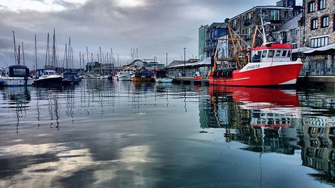 Very high tide in the harbour this morning @suttonharbour @plymouthfisheries @britainsoceancity Plymouth Plymouthwaterfront Britansoceancity Harbour Fishboat Photography Amaturephotography Lifethroughalens Lovephotography  Swisbest Devonlife Devon Southwest  SouthWestEngland Loveplymouth Clearwater Walktowork Plymouthbarbican Lifethroughalens Photographyislifee