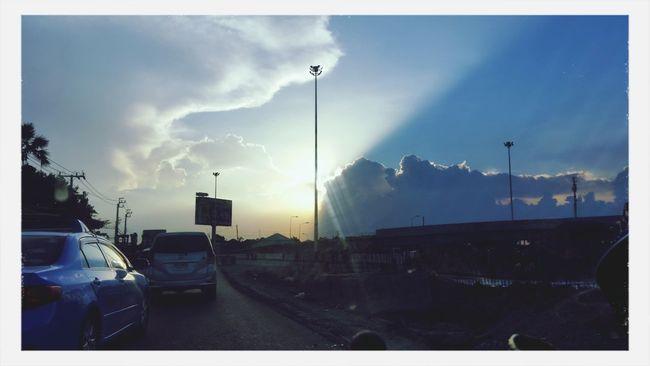 กึ่งกลางระหว่างความมืดและความสว่าง First Eyeem Photo