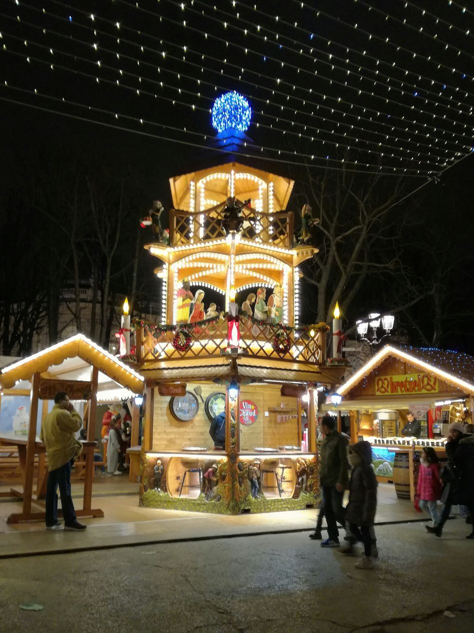 Marché de noël 🎄 Illuminated Amusement Park Ride Night Christmas Decoration First Eyeem Photo Christmas Relaxing Walking Around Tranquility