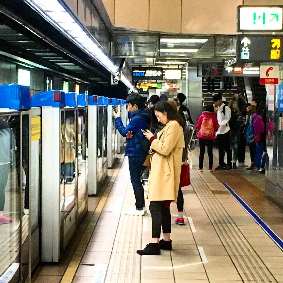 Mrt Riders Tuning Out Queue Lining Up Smartphone Reading