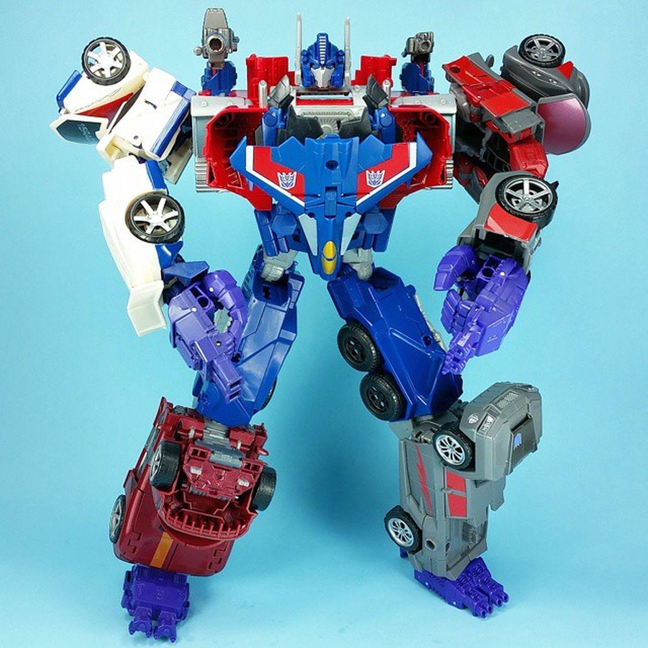 I've had no time to take new pics so here's an alternate angle of Optimusprime + Menasor