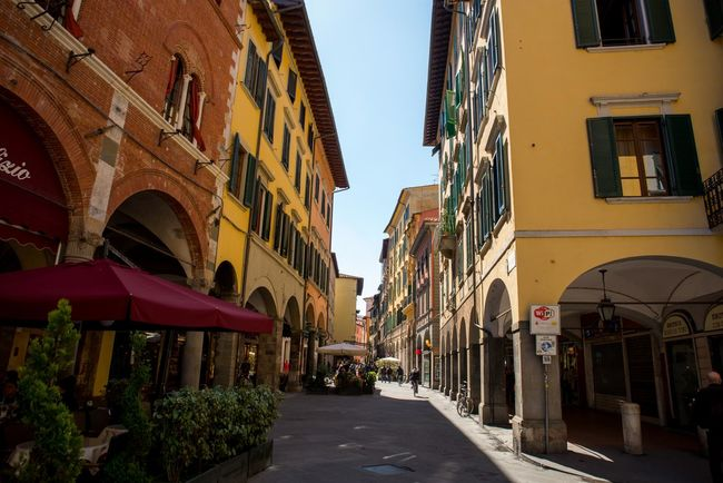 Alley Architecture Building Exterior City Life City Street Narrow Pisa Italy Restaurant Small Square The Way Forward