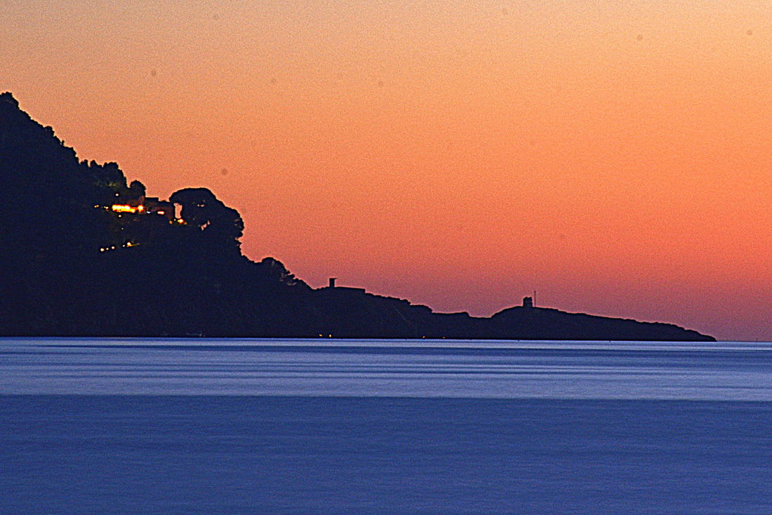 Tramonto a Punta Chiappa. Tramonto Sunset Water Genovamorethanthis Ig_genova Liguriaterraleggiadra Sunshine ☀