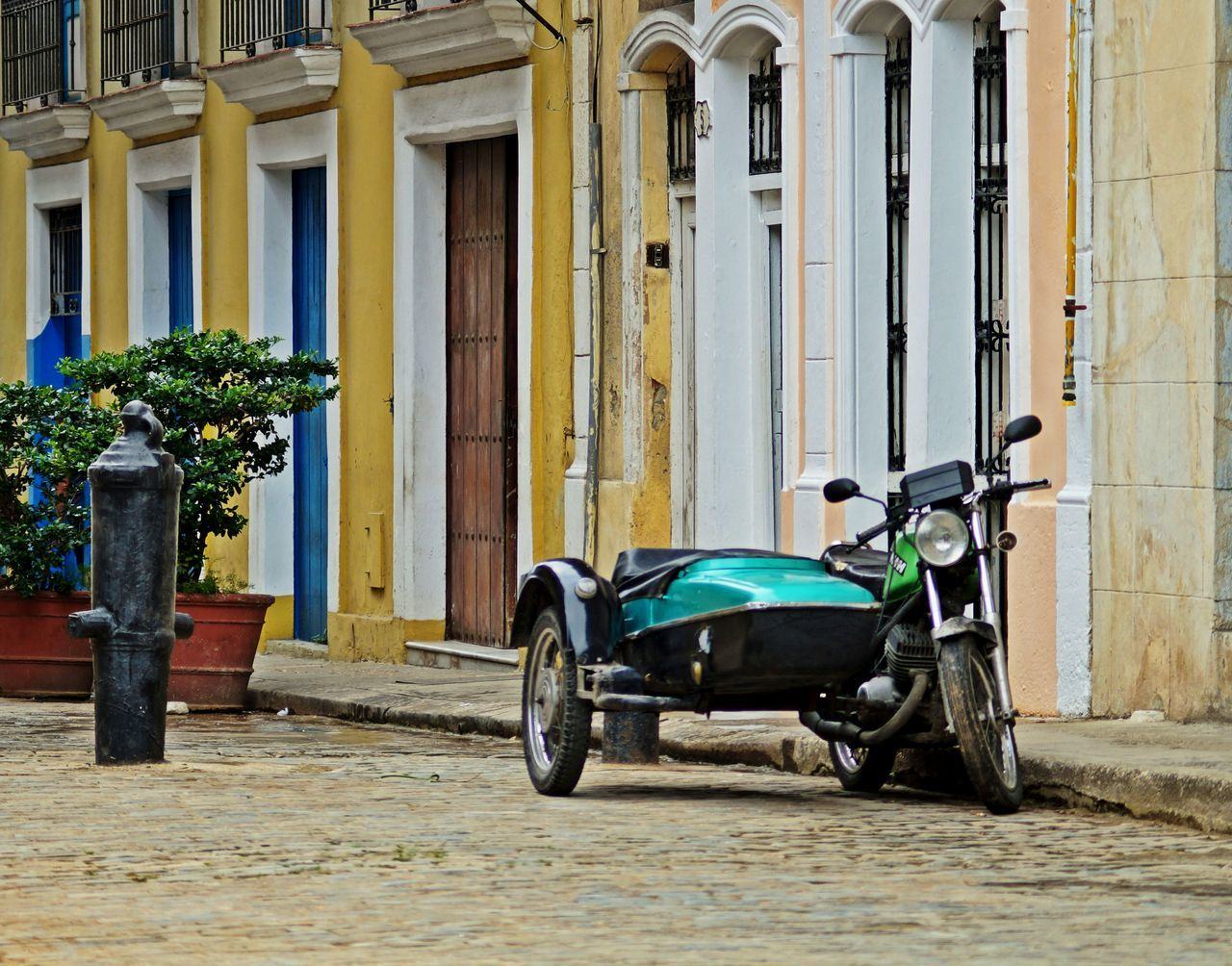 Multicolor Sidecar Cuba Streetphotography Super Retro