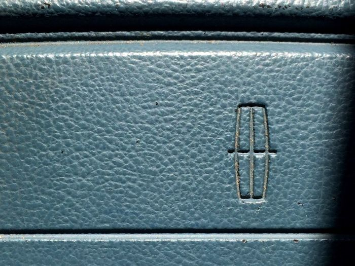 Lincoln symbol Metal Close-up No People Day Lether Leather Blue Lincoln Car Automobile Town Car 1992 Blue Leather Driving Traveling Destination Speed Steringwheel Ford