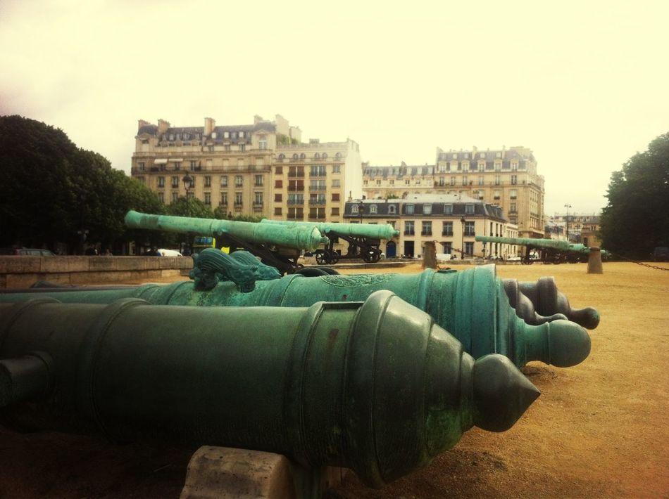 Los cañones de Napoleón ?? Historical Sights Paris Paris ❤ Hello World