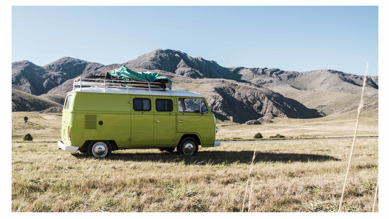 Un sueño hecho realidad Kombi Beer Trip Camping Clear Sky Day Green Kombi Love Kombibeertrip Kombilife Mountain Nature NOMAD Outdoors Sierra Sky Transportation Travellife VW Bus Vwcampervan Vwkombi