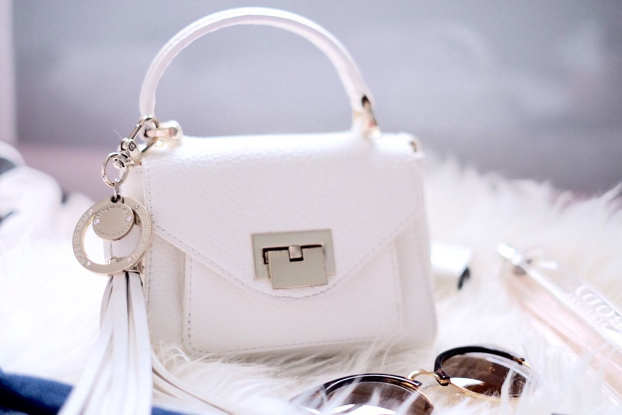 Close-up Focus On Foreground The Past Man Made Object Fashion Fashionista Bag Flatlay Sunglasses White Style Beauty Make Up Ootd WIWT Outfit