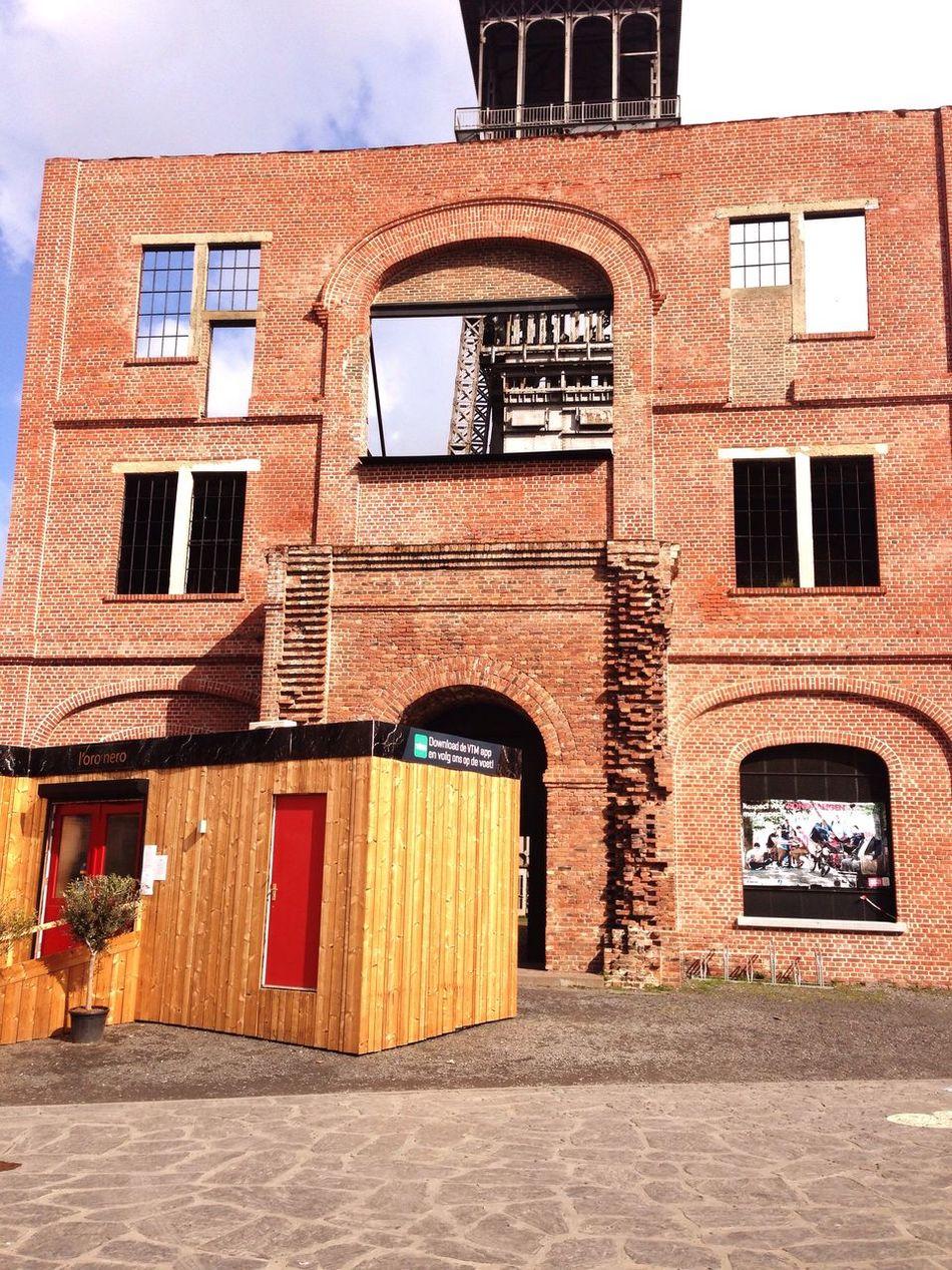 VTM Mijnpopup Mijnpopuprestaurant Cmine Genk Limburg Foto Of The Day Check This Out Belgium Mine