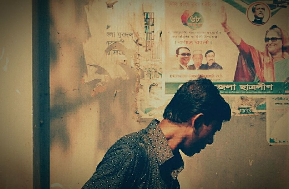 Passing the Prime minister behind.. ;-) Anarchy Prepares Dirty Power Corruptpoliticians Eyem Best Shots Political Street Art Taking Photos Bangladesh Eyeem Chittagong RAGE FACE Metaphor Street Photography Mobilephoto Mobilephotography Cellphone Photography Fahimz7 Hypocrite Government System Dissident Anarchism Medication Today Streetphotography Street Street Fashion Street Art