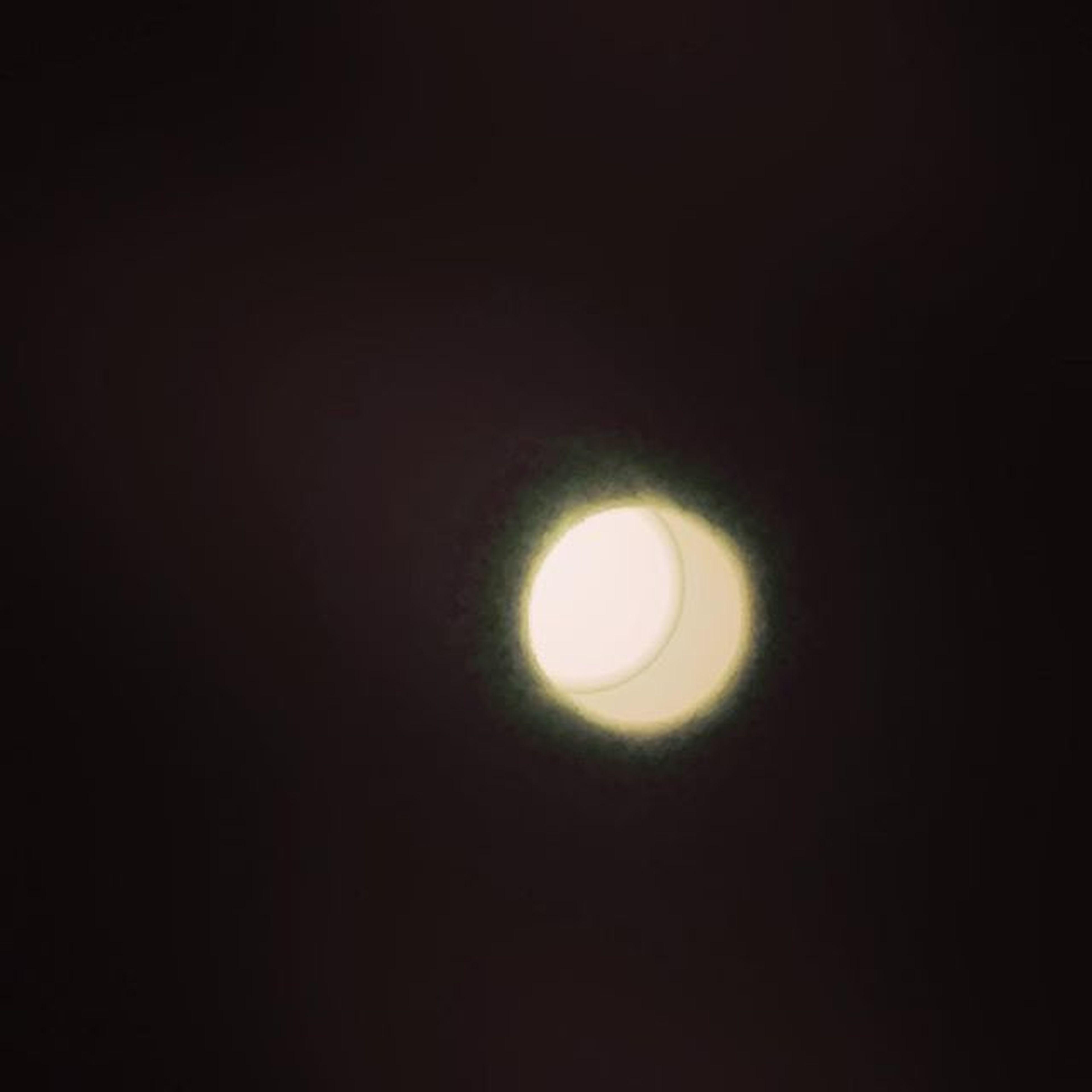 Strange fullmoon tonight... Esbat Moon Fullmoon Pagan Goddess Motheroflife Darksky Noclouds Wtfhappenedtoyoumoon ??