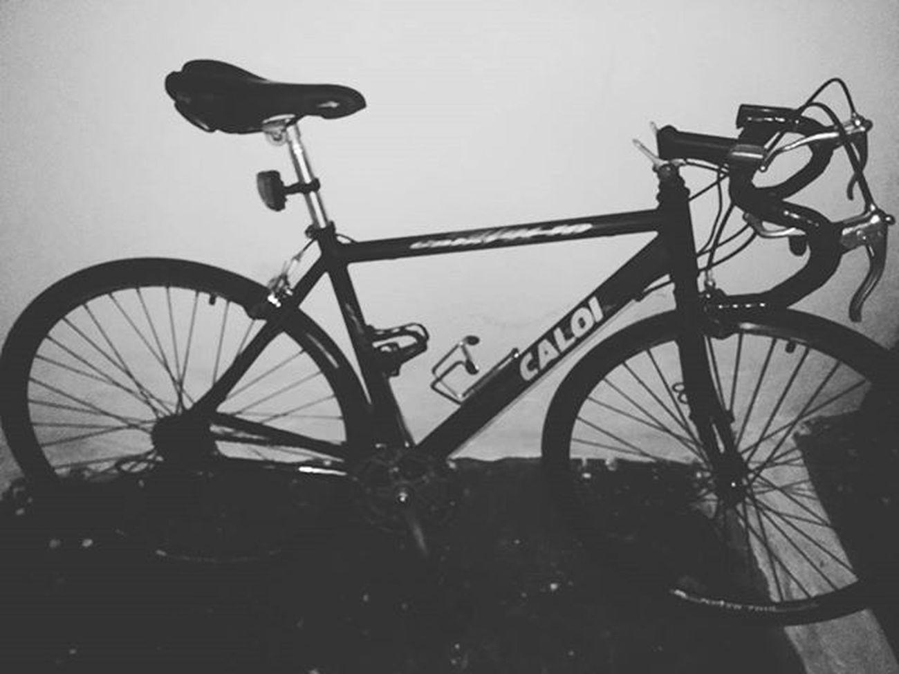 Vamos cuidar do corpo, porque o coração já tá bem cuidado!! Bike Blackandwhite Nightride Speed Caloi10 Pedal