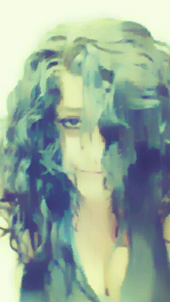 That's Me Maggie_Noir Hello World Black Magic Selfie