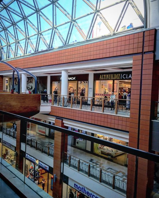 Indoors  Architecture Built Structure Store Retail  Day Modern Library Bookshelf No People City