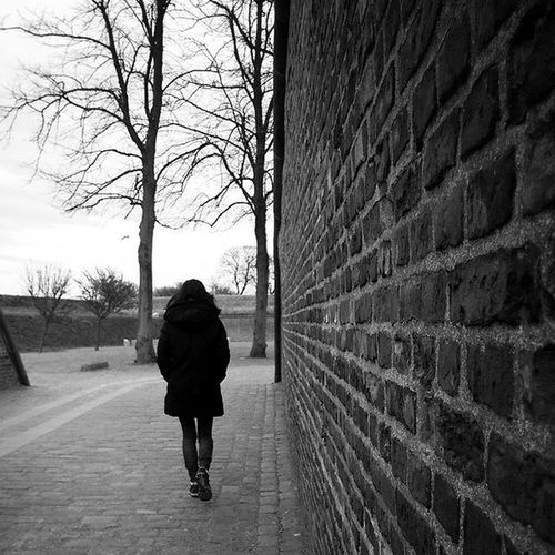 """""""You don't always have to break the wall hindering you to reach your goals, sometimes you just have to find another and better way."""" Monochrome Feelingwise Black And White Blackandwhitephotography HTC_photography Htconem8 Htcphotography HtcPhoneOgraphy Phone Photography PhonePhotography Mobilephotography Mobile Photography First Eyeem Photo"""