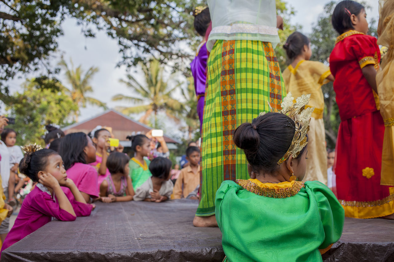 school play Childhood Culture Cute Elementary Age Fun Girls INDONESIA Indonesian Girls Innocence On Stage Sarong School Kids  School Play School Playground Traditional Clothing Travel Photography