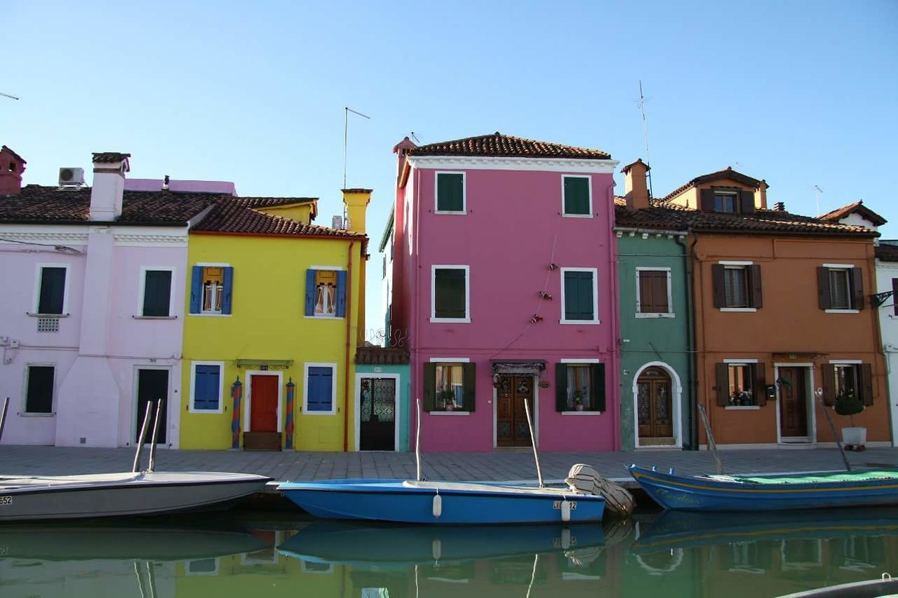 Venezia EyeEmNewHere Multi Colored Outdoors Day No People Residential Building House Picoftheday Wather Boats⛵️ Italy🇮🇹 Multicolor Houses