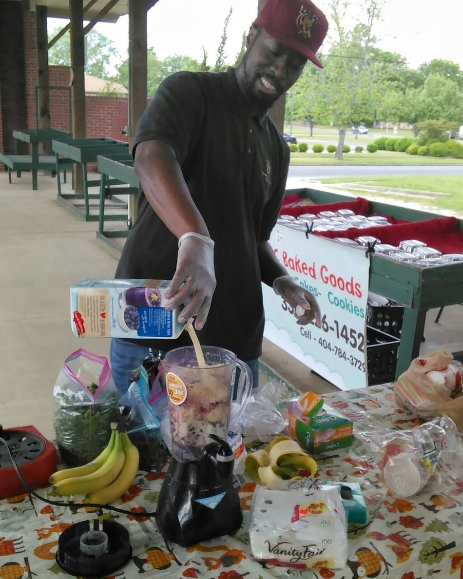 Professor Raymon Shange mixing up the smoothies at the Farmers market. Everything except the bananas were grown at a local farm that co-op with Tuskegee students. Hanging Out Taking Photos Shoottolive Outdoors Tuskegee University Smoothie Time  Farmers Market Fruit And Vegetable Androidography Street Photography Streetphoto_color Upclose Street Photography