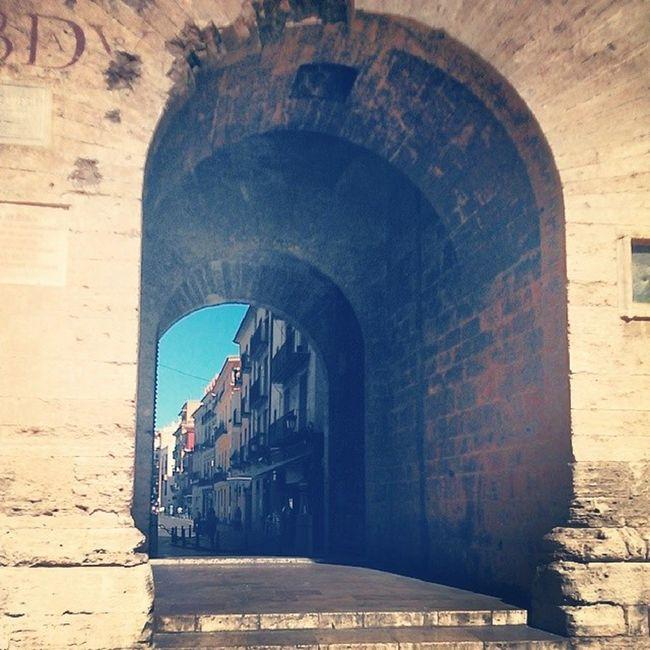 A las puertas de la ciudad