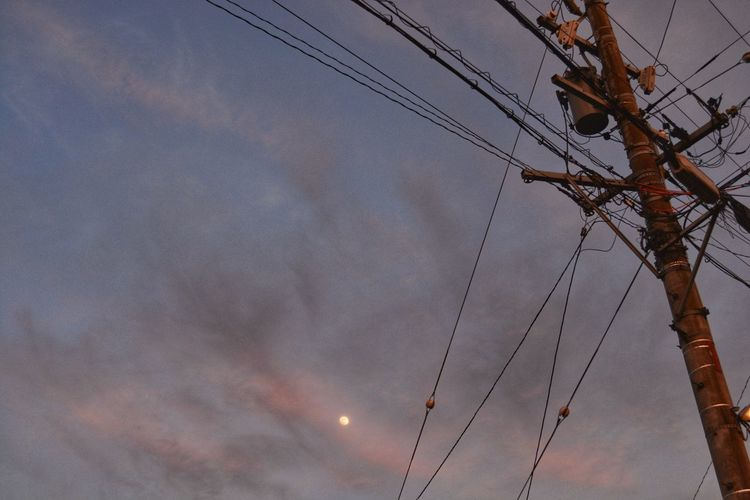EyeEm Nature Lover Skyporn Moon Electric Wire Electric Pole 電柱 電線