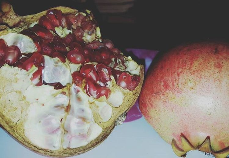 Pomegranate time.. 😊 Pomegranate Organicpomegranate Seasonfruit Melograno Biologico Fruttadistagione Healthy Thisispuglia