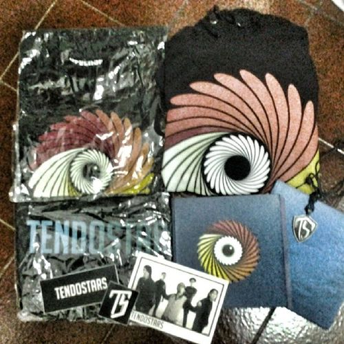 Sekumpulan koleksian merchandise @tendostars , lengkap dong x) Latepost TENDOSTARS Bandmerchandise