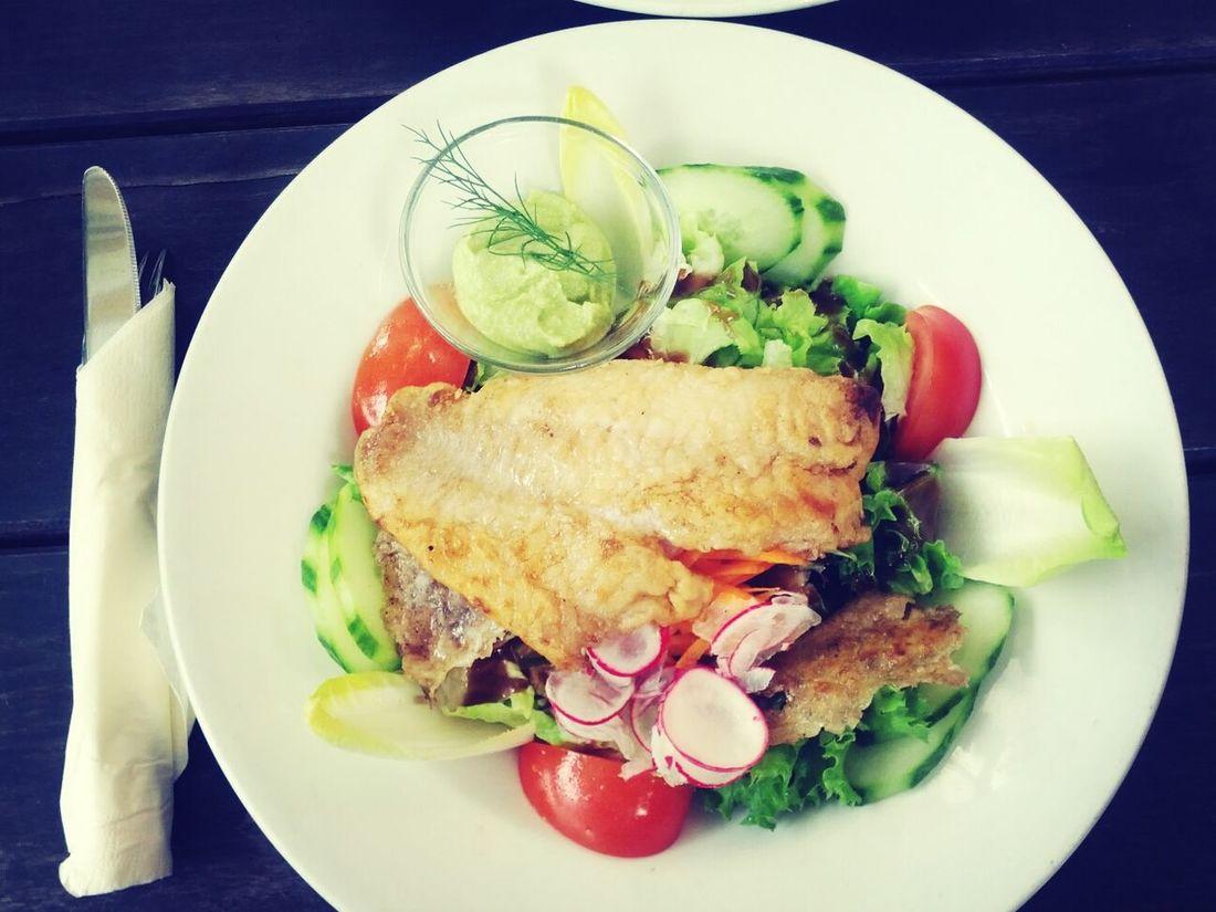 Rotbarschfilet mit Wasabi-Dip Having Lunch