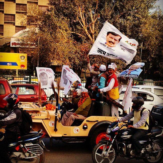 Boiling election fever on Delhi roads. Let's c who gonna take the capital this time. Itraveliclick Election Newdelhi Delhielection Aap BJP India_and_me Hindustan India Vsco_spotlight Instapic Instagram Instaevening NETGEO NDTV Aajtak Zeenews Bbcworldnews _soi @streets.of.india