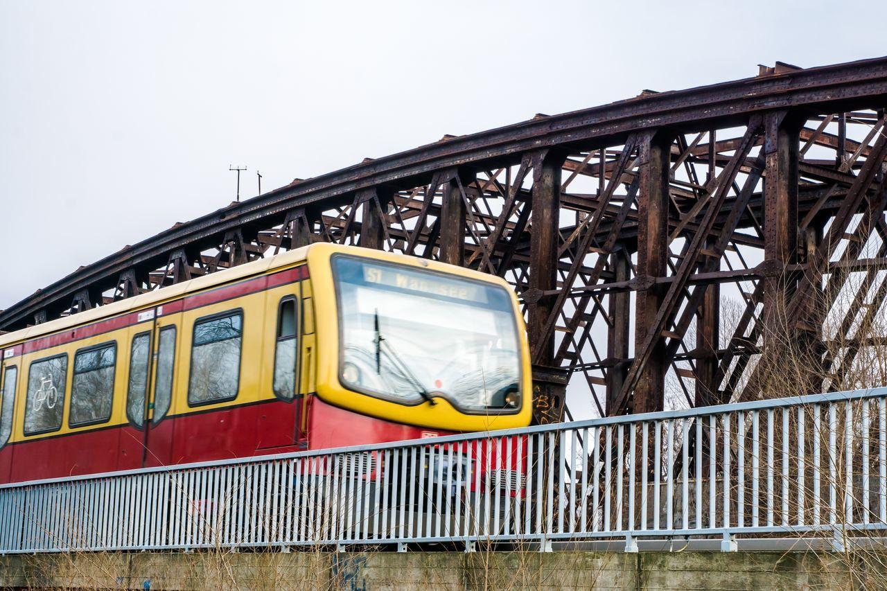 Bride Bridge Bridge - Man Made Structure Bridges Fence Railing S-bahn Subway Train