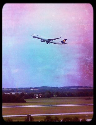 flying in München by ScottZanderland