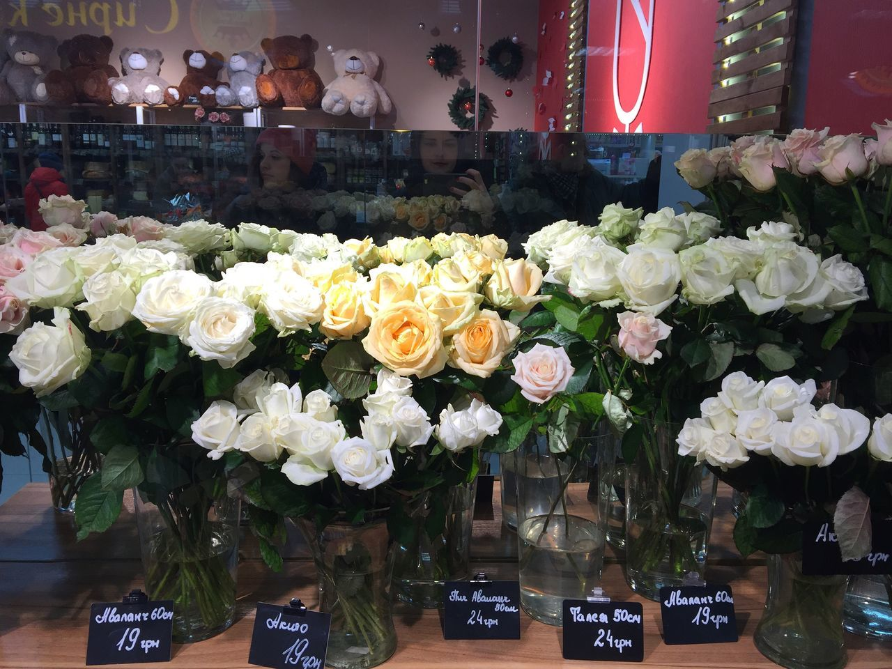 Roses in the flower market Beautiful Bouquet Colorful Flower Flower Market Flower Shop Flowers Indoors  Nature Petals Rose - Flower Roses