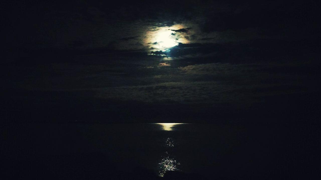 Full Moon La Luna Neds Point Mattapoisett, Ma