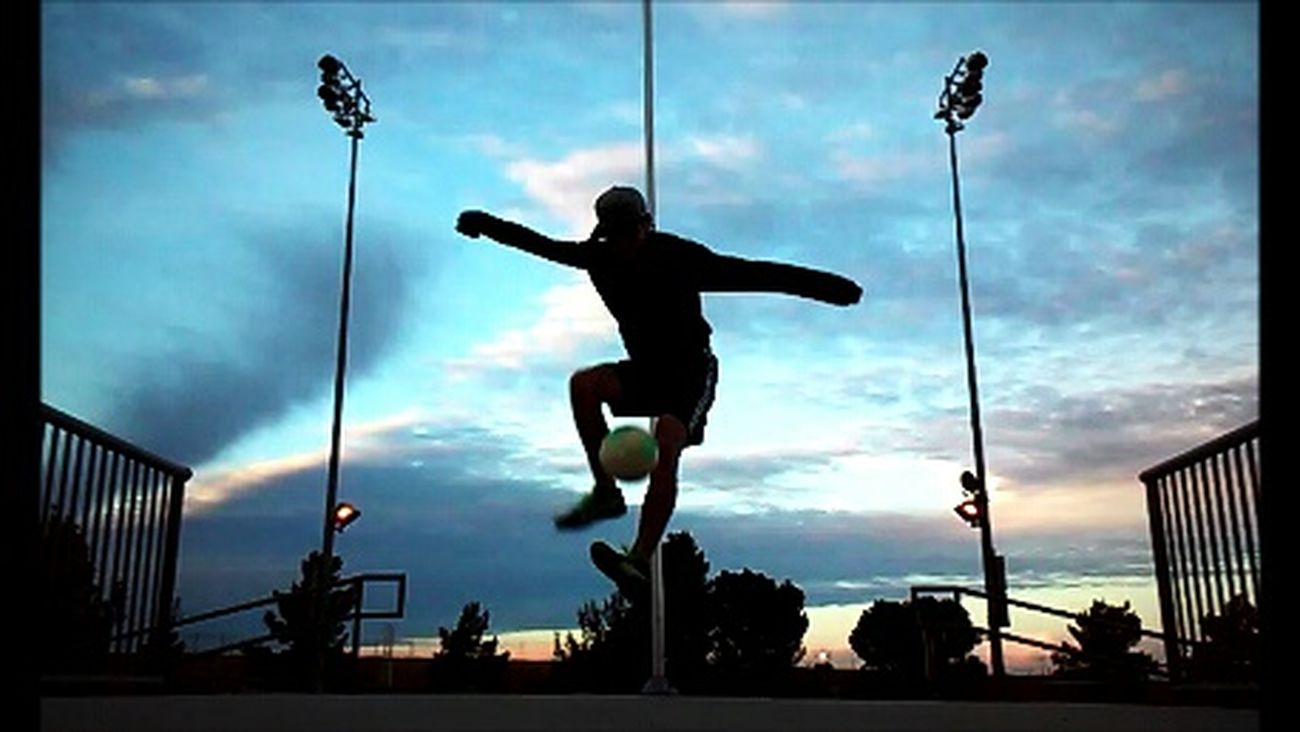 Great evening of freestyling ⚽ Freestyling Freestyle Soccer Soccer⚽ Soccer Life Soccerislife Soccerplayer Football Footballer Scenery View Views Evening Portrait Portraits Sky Skies Colorful Clouds Eveningsky Sunset Outside