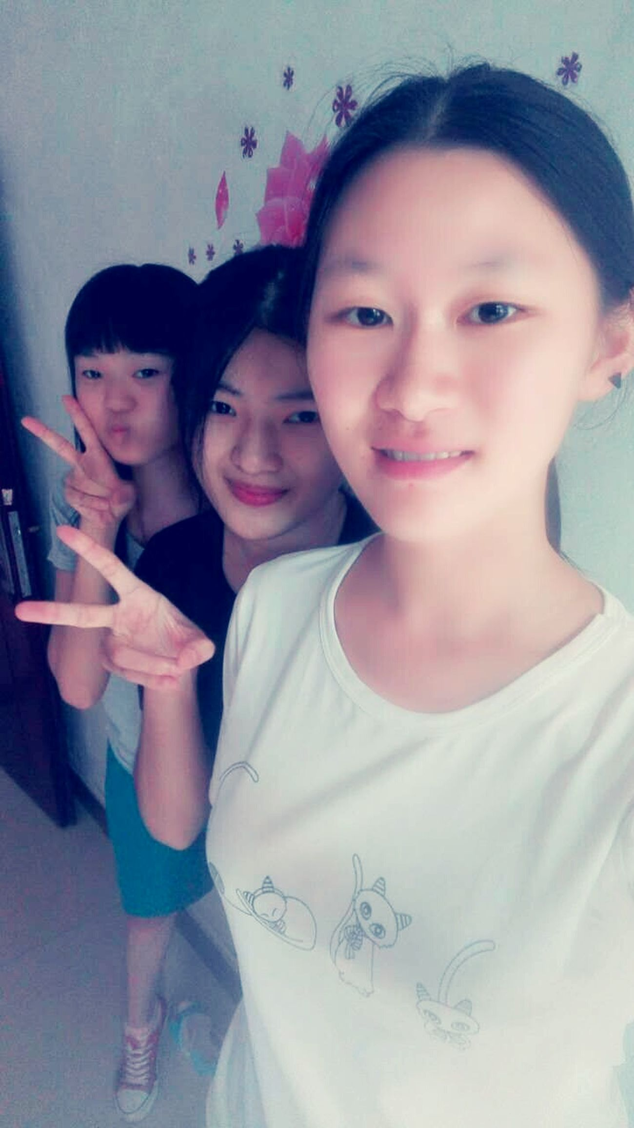 Friend ♡ Three Girls Smiley Face