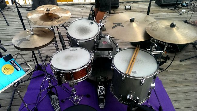 @elfugitiu concert a manresa. Drummer Remodrums Pearlsnare Zildjian Istanbulmehmed RemoDrumheads Latinpercussion Mapex For The Love Of Music