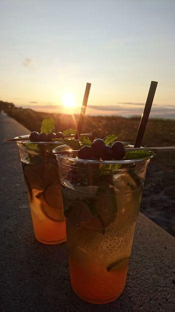 Drinking Glass Cocktail Sunset Sun Sunlight Drink Alcohol Mojitotime Mojito! Beach Photography Beach Life Summertime Kühlungsborn, Germany Promenade Beeren Getränk Strand Ostseeküste Cocktail