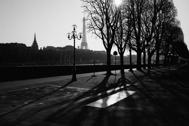 Un moment Architecture Black & White Blackandwhite Built Structure Day Fujifilm_xseries La Tour Eiffel La Tour Eiffel🗼 No People Outdoors Paris Paris ❤ Paris, France  Sky Street Photography Streetphoto_bw Streetphotography Tour Eiffel Tour Eiffel Black And White