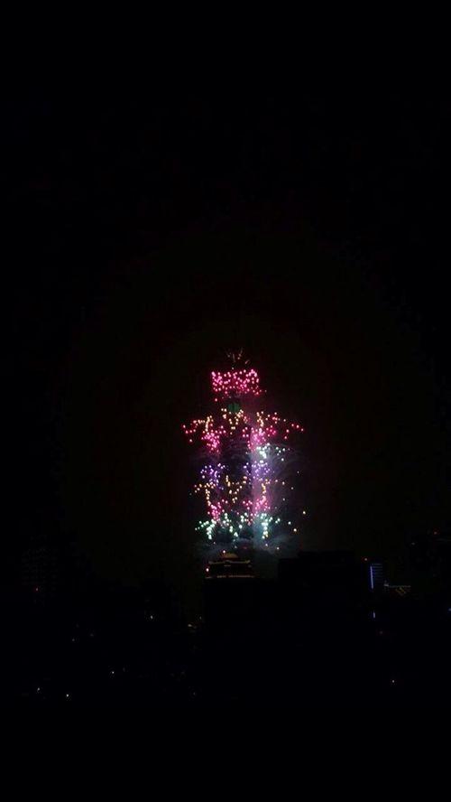 IPhoneography Happy New Year 2016 ThisIsHowWeLive City Life Shootbyme Eye4photography  View Buliding EyeEm Celebrating Taipei 101 Fireworks Shooting