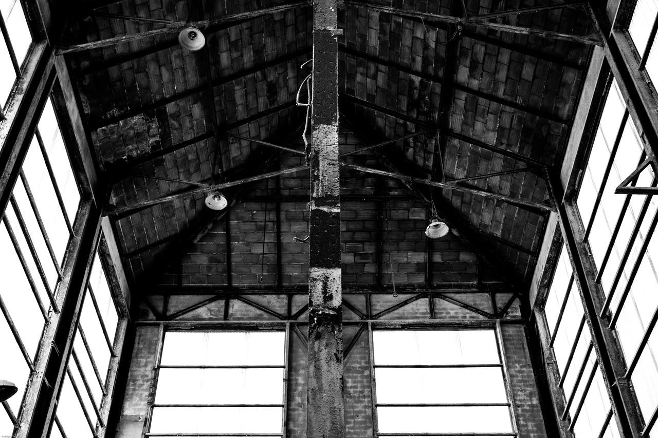 Architecture Architecture Architecture_collection Black & White Black And White Black And White Collection  Black And White Photography Black&white Blackandwhite Blackandwhite Photography Blackandwhitephotography Building Building Exterior Ceiling Damaged Geometric Shapes History Indoors  Low Angle View Ruined Run-down Urbanexploration Urbex Urbexphotography Window
