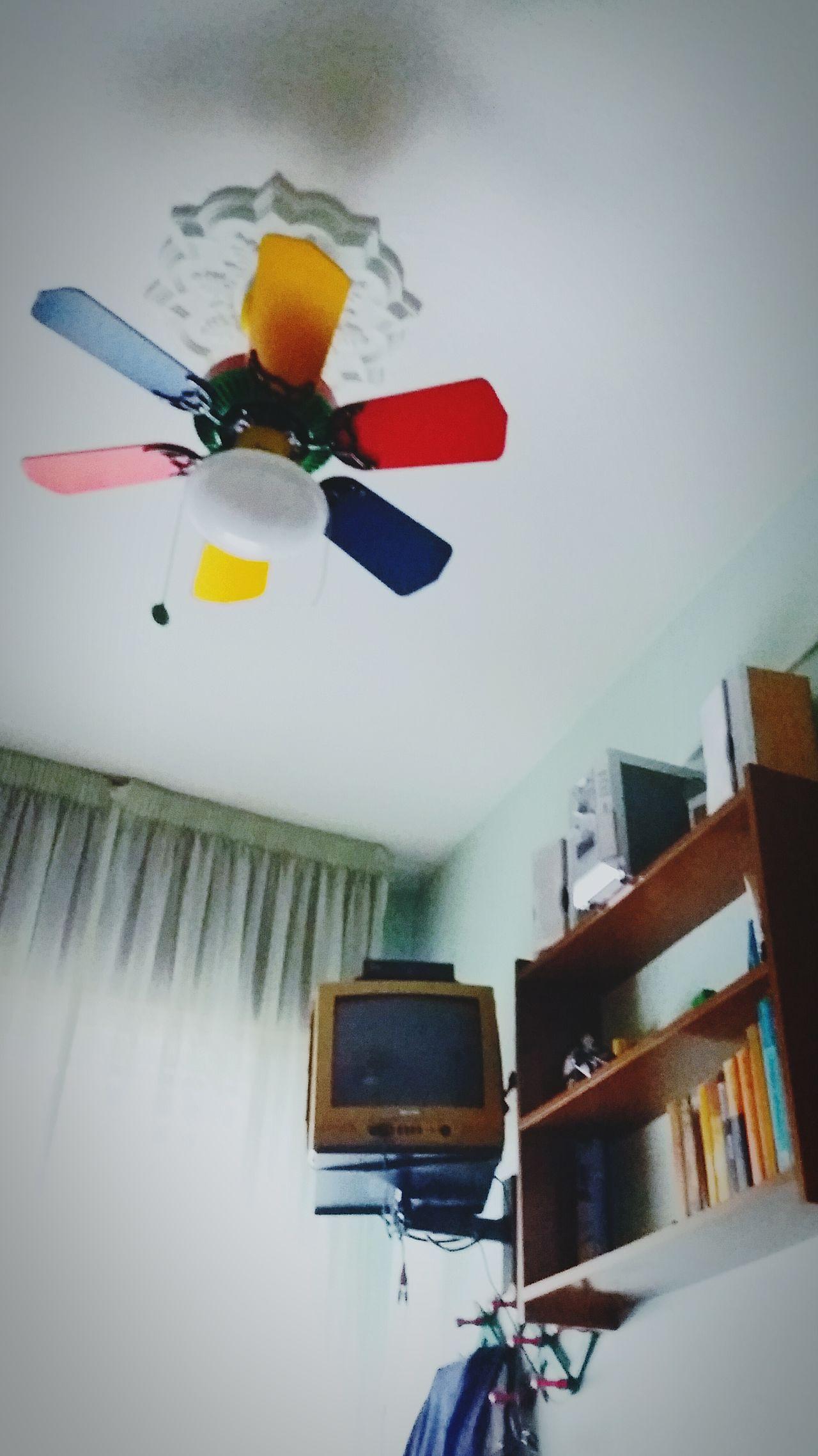 Hola y saludos a todos/as. Soy nuevo en esta plataforma móvil fotográfica y esta foto de mi habitación se encuentra editada por mí. Espero que las siguientes fotos que haga públicas sean bastante mejores. First Eyeem Photo