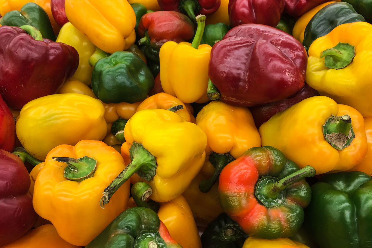 Backgrounds Bell Pepper Close-up Colours Day Food Food And Drink For Sale Freshness Full Frame Green Color Healthy Eating Large Group Of Objects Market Market No People Outdoors Red Red Bell Pepper Retail  Vegetable Vegetables Vegetables & Fruits Yellow Yellow Bell Pepper