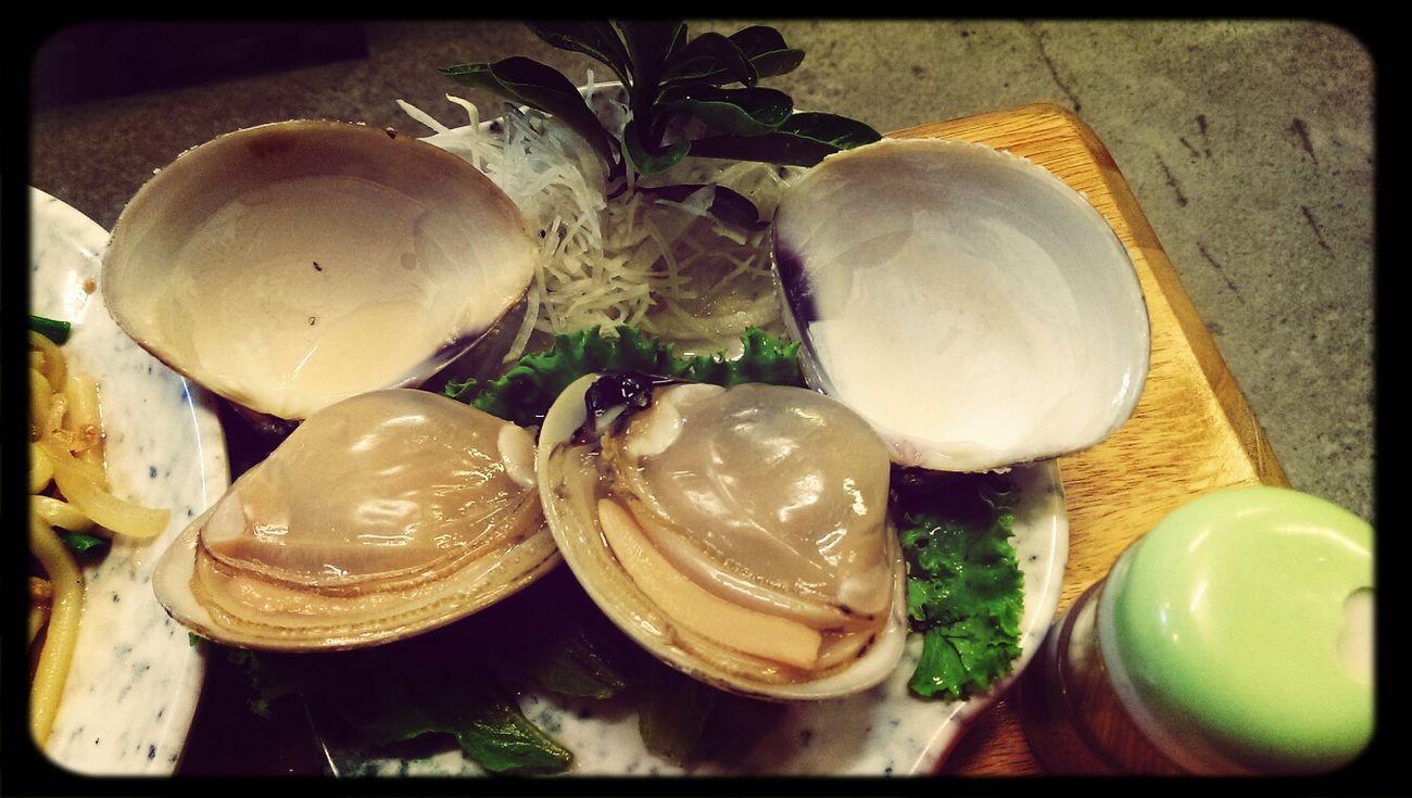 中午才在竹北吃完麻辣鍋,晚上就在愛河邊吃拳頭大的馬蹄蛤,今天的行程好食尚玩家~~
