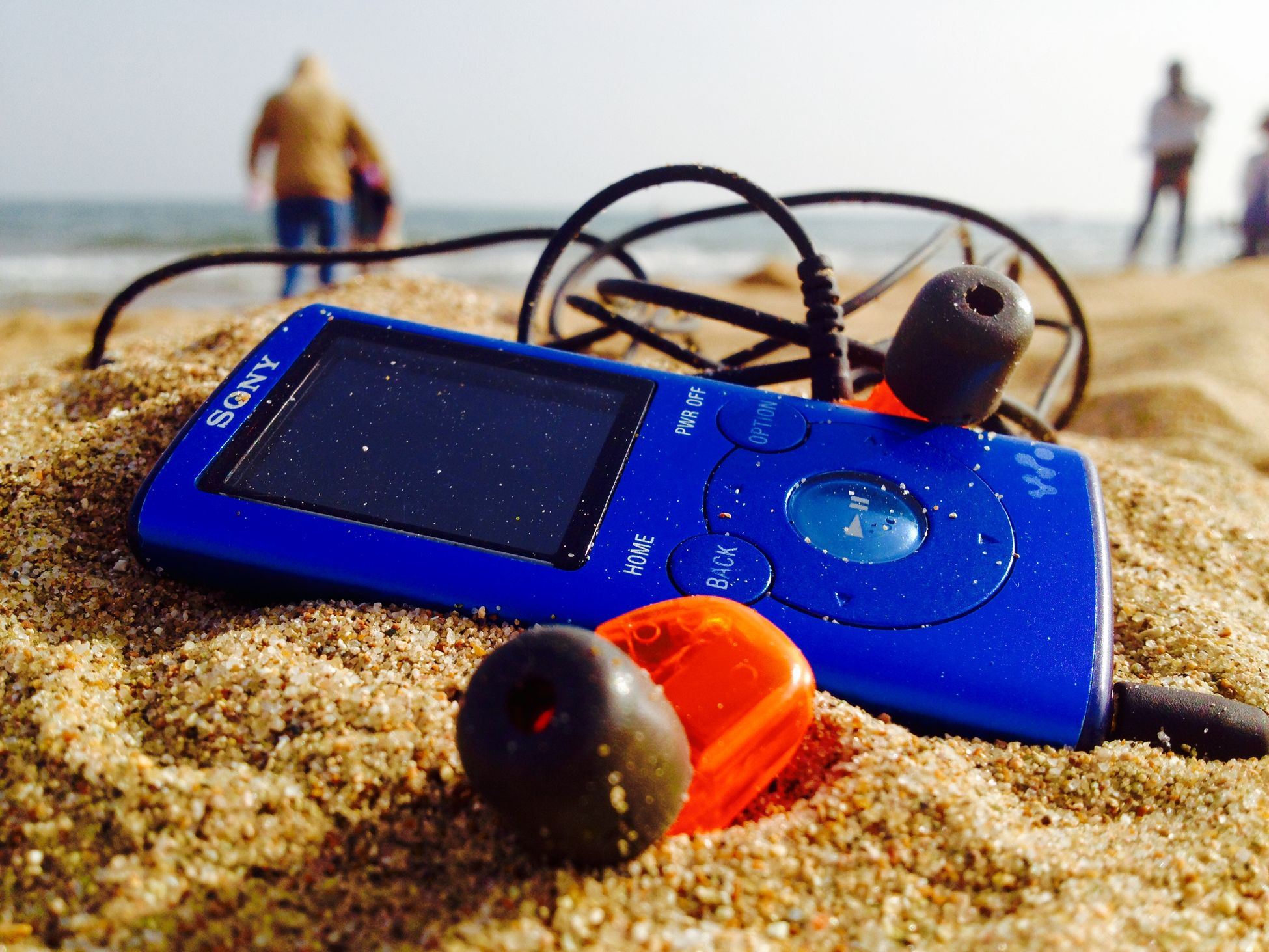 To travel with Walkman Sea