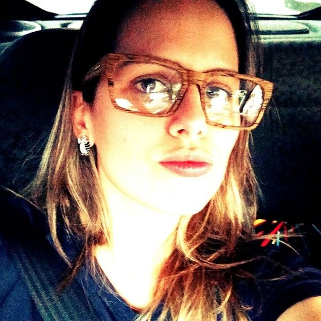 Como satisfazer uma consumista apaixonada por óculos de grau?? Dê um óculos novo e muito estiloso pra ela... Amei muito meu amor @tavinhofrz ??? Amomuito presente Óculos  Imitamadeira yes meunamoradoeomelhor