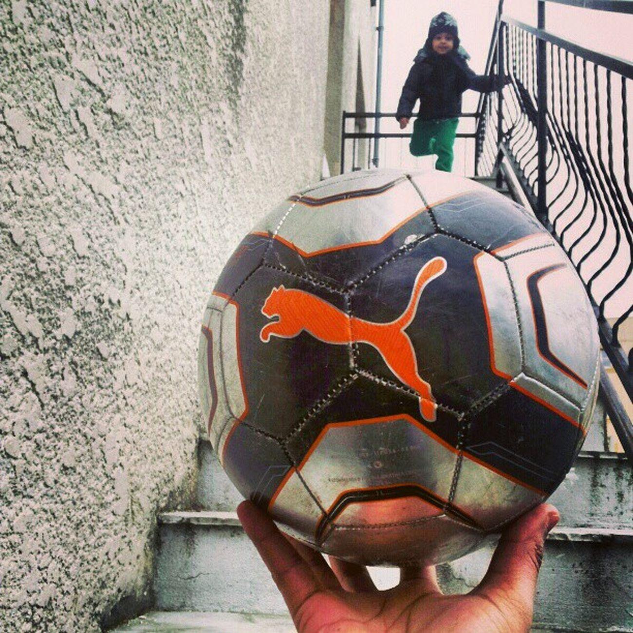 En mode Football Instantané Creation Delire ballon puma shoot paris banlieue France ''